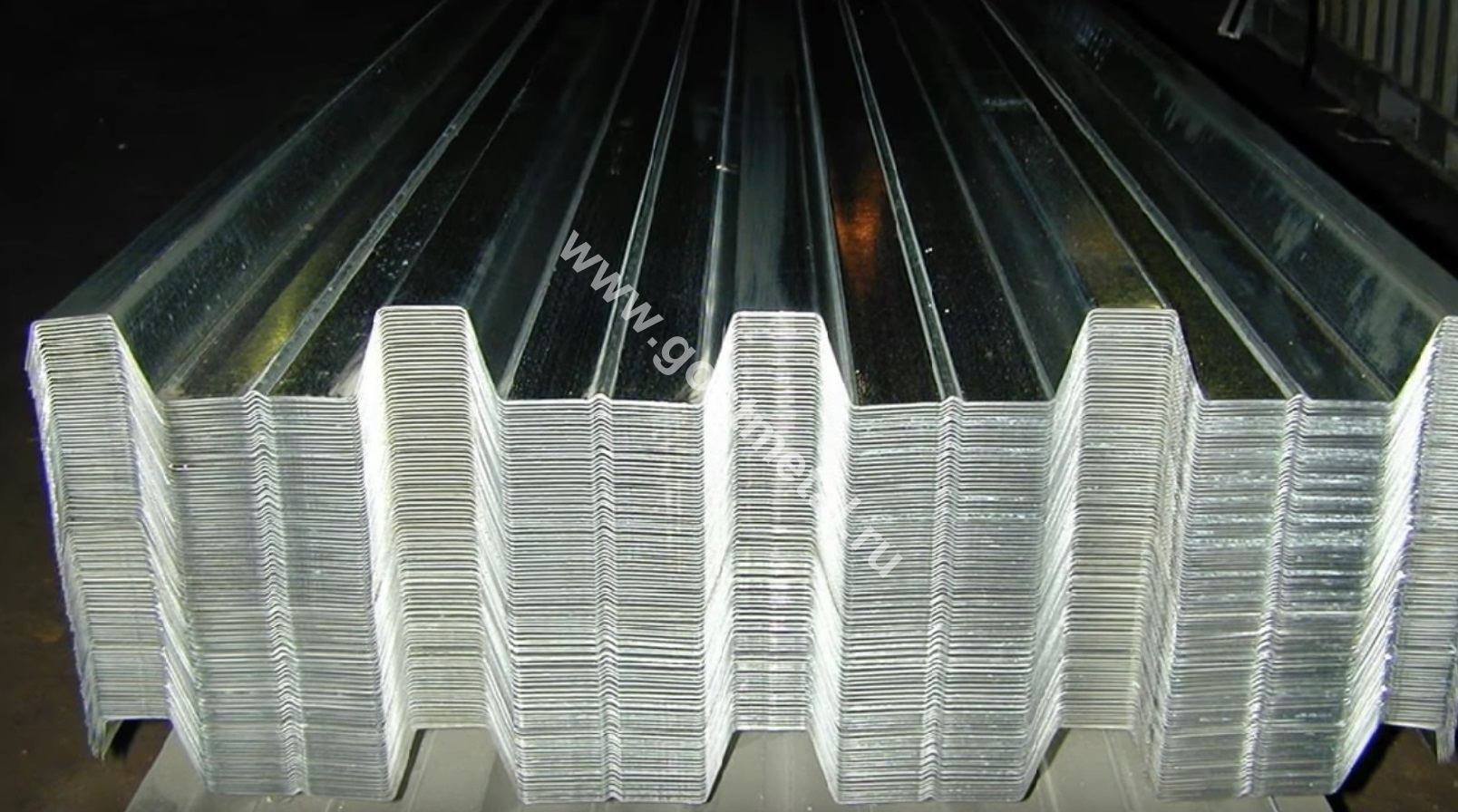 Гофрированный лист оцинкованный цены выгодные в ГОСТ Металл