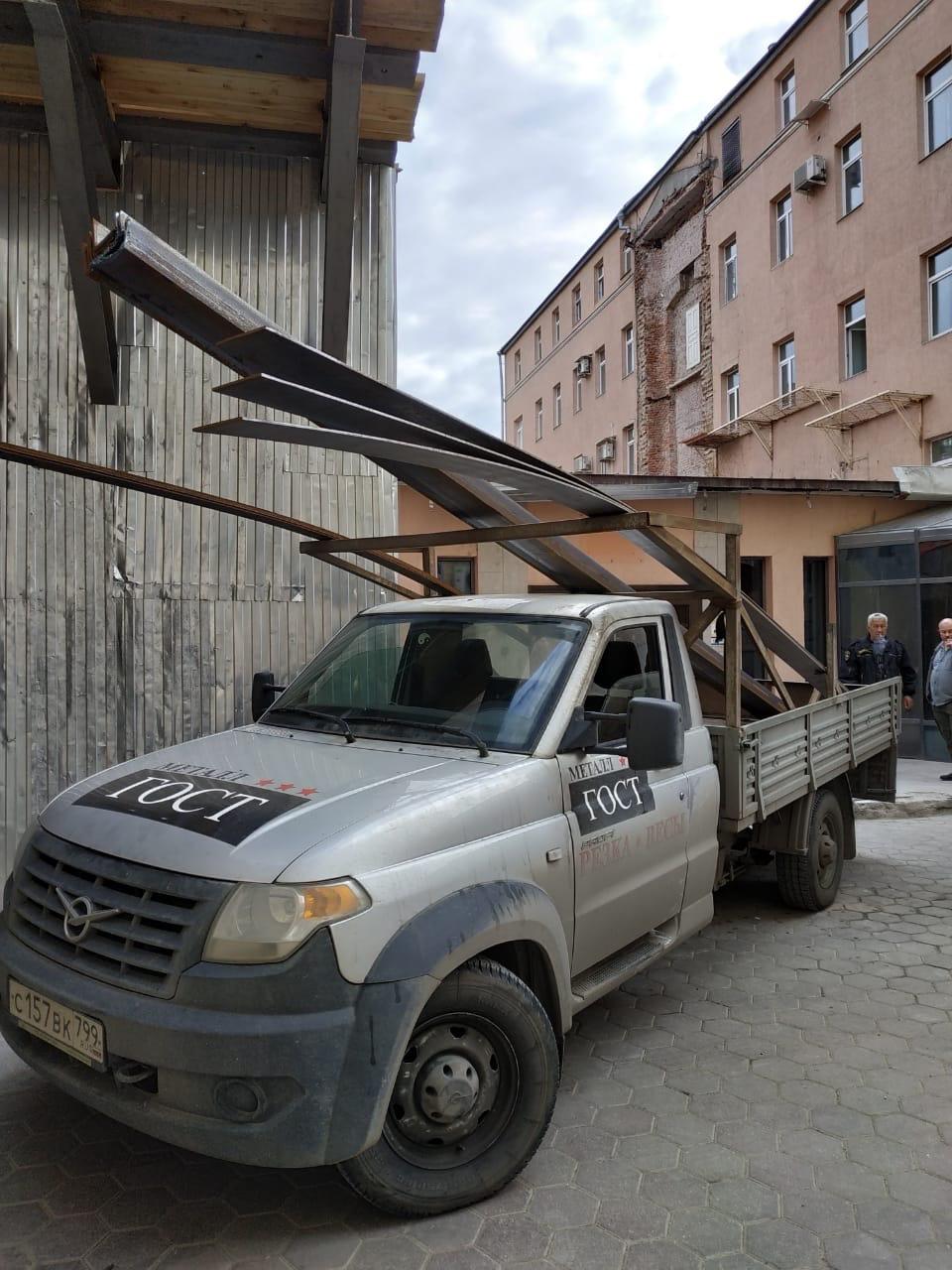 Доставка металлических листов, полос и уголков на реконструкцию здания